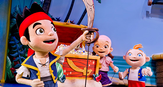 Jake et les Pirates du Pays imaginaire à Disney Junior – En direct sur scène au parc Disney's Hollywood Studios.