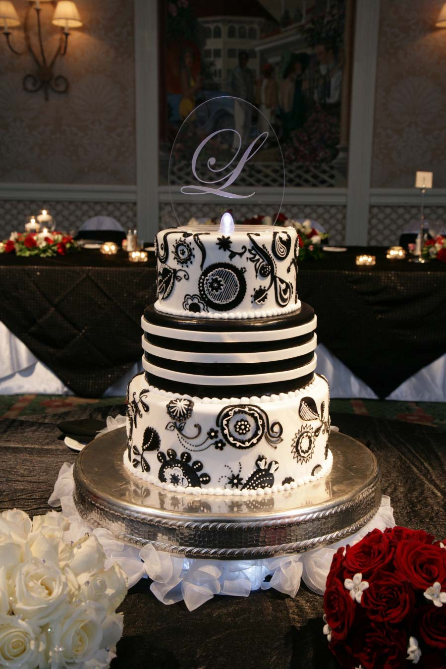 wedding trends untraditional cake toppers disney parks blog. Black Bedroom Furniture Sets. Home Design Ideas