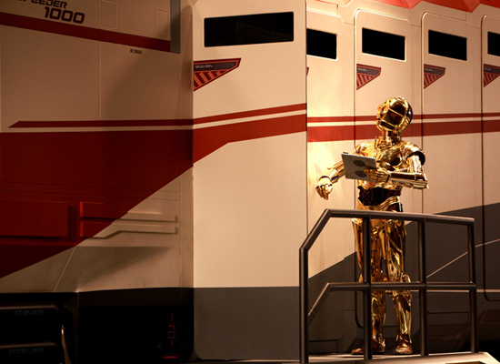 C-3PO Next to the Starspeeder 1000