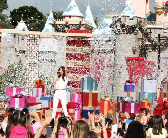 "Selena Gomez Singing Winter Wonderland"""