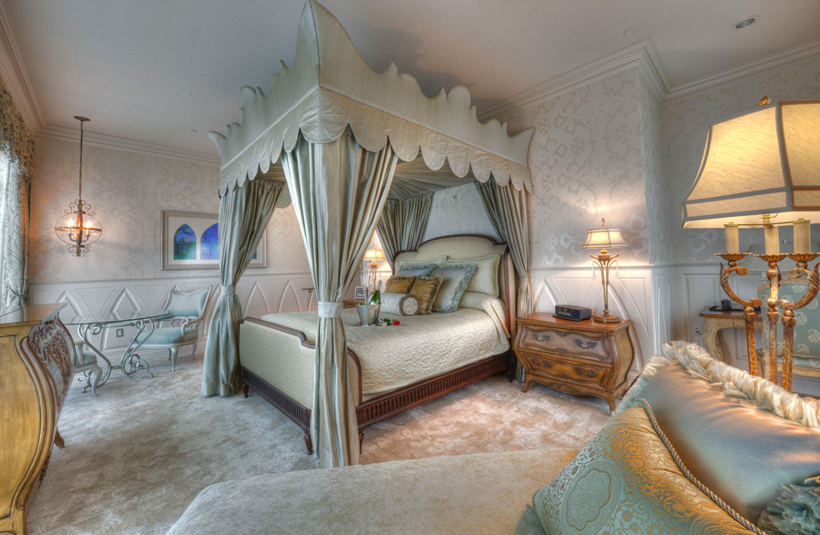 fairy tale suite at the disneyland hotel disney parks blog. Black Bedroom Furniture Sets. Home Design Ideas