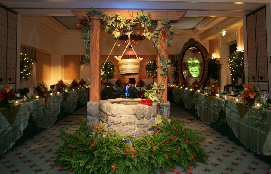 An enchanted dinner with snow white at walt disney world for Fairytale inspired home decor