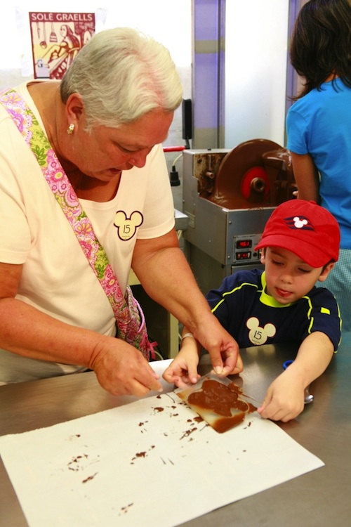Guests mold a delicious chocolate treat during a Port Adventure in Barcelona