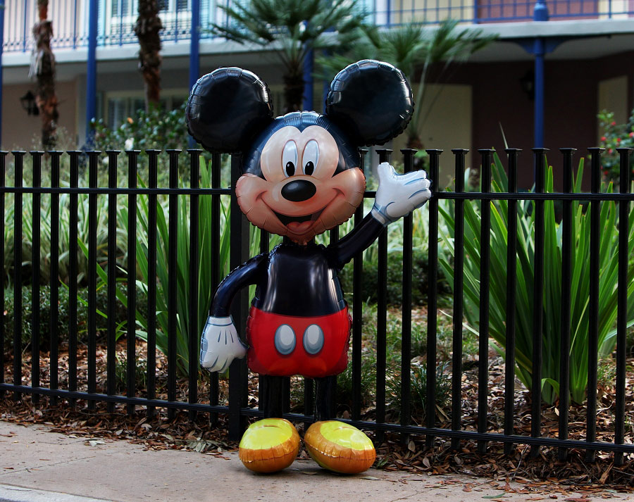 "4'8"" Air-Walking Mickey Mouse Balloon"