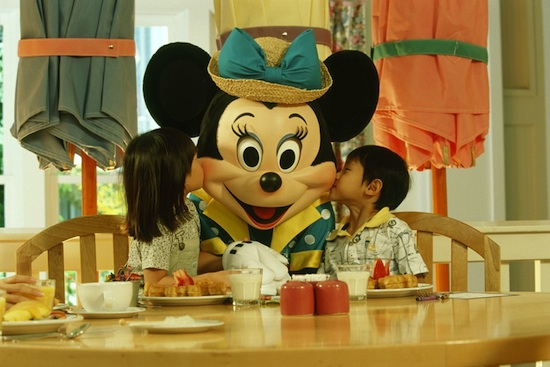 Dine with Your Favorite Characters at Disney Parks
