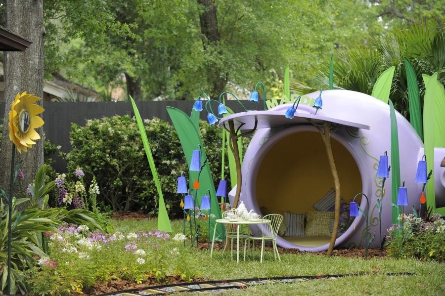 Sneak peek my yard goes disney disney parks blog - Juegos de decorar jardines ...