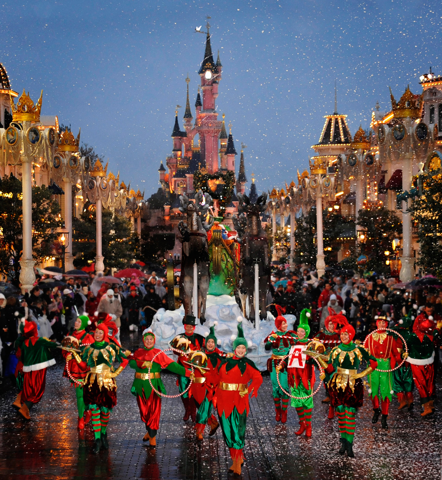 Disneyland Paris Celebrates the Holiday Season | Disney ...