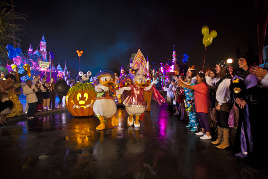 Mickey's Costume Party Cavalcade at Disneyland Park