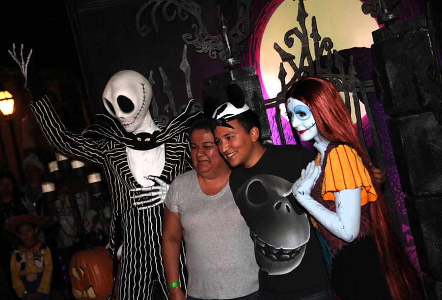 Disney Parks Blog Readers 'Get Spookier' at Our Halloween Meet-Up ...