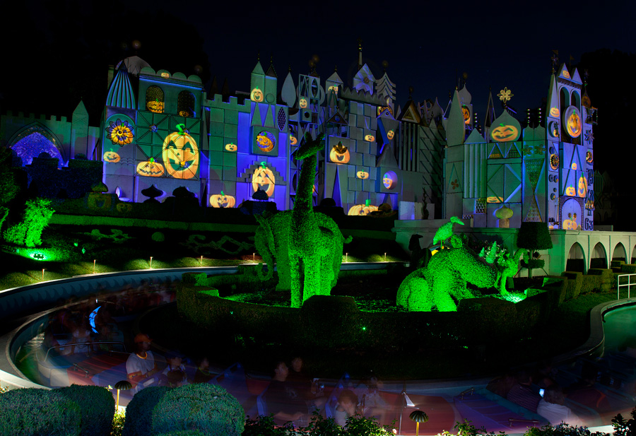 A Night at Mickey's Halloween Party in Disneyland Park | Disney ...