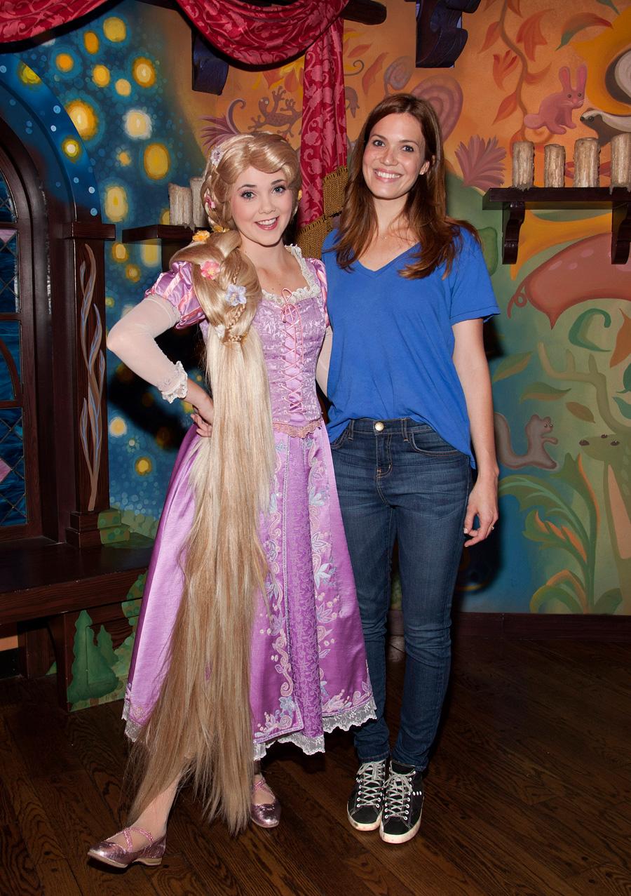 Mandy Moore Visits Rapunzel At Disneyland Park Disney