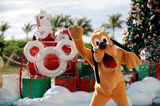 Guests Were Greeted at Castaway Cay With Their Favorite Disney Friends in Holiday Attire