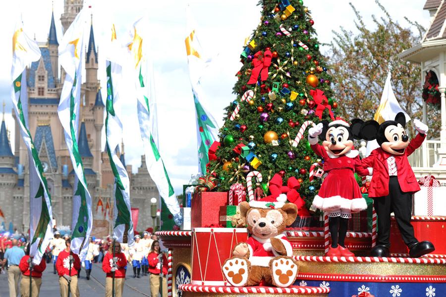 Stars Shine at Disney Parks Christmas Day Parade Taping at Walt ...