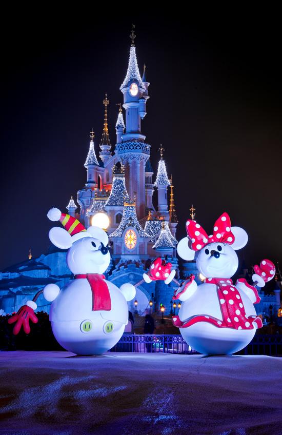 Disney Parks After Dark: Finding Holiday Cheer at Disneyland Resort Paris