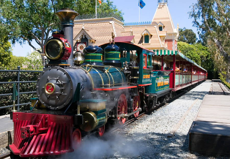 Meet the steam engines of the disneyland railroad e p for Star wars museum california