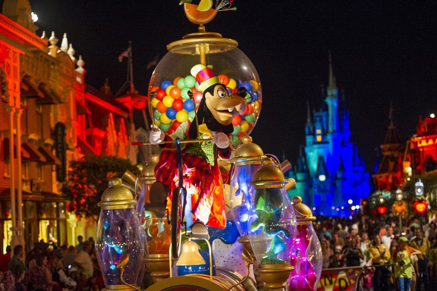 Mickey's Boo-To-You Halloween Parade Scares Up Fun at Mickey's Not ...