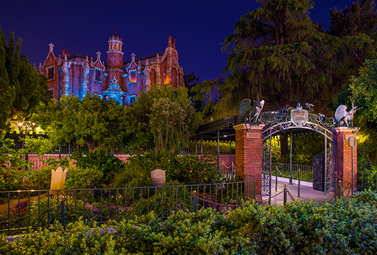 Disney Parks Attractions Around the World: Haunted Mansion ...