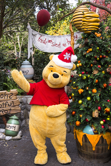 Winne the Pooh's Christmas Tree at Disneyland Park