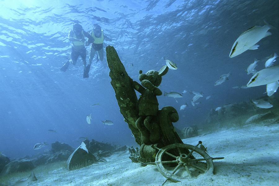 Underwater Explorer 1386538497_RF32-69