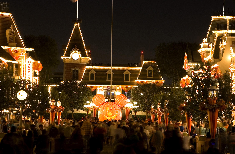 Halloween Time at the Disneyland Resort Returns September 12 ...