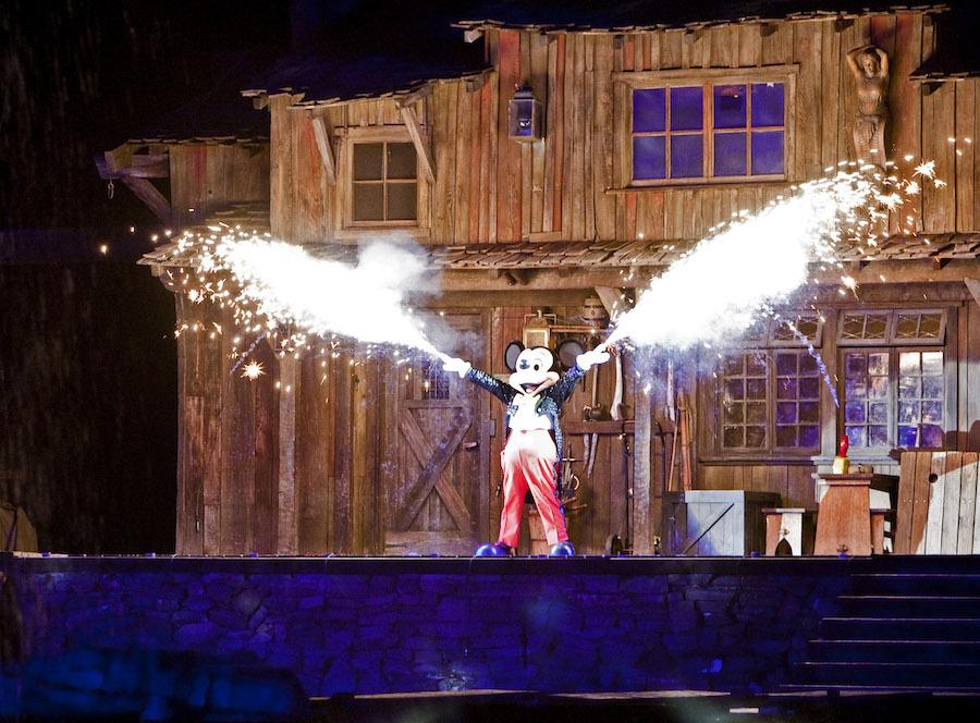 New Viewing Options Coming To Fantasmic At Disneyland
