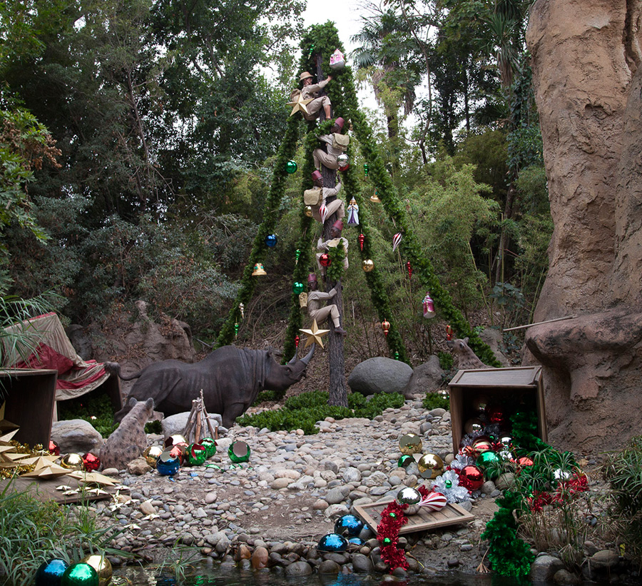 Christmas Decorations For Disneyland: Christmas Trees Of The Disneyland Resort