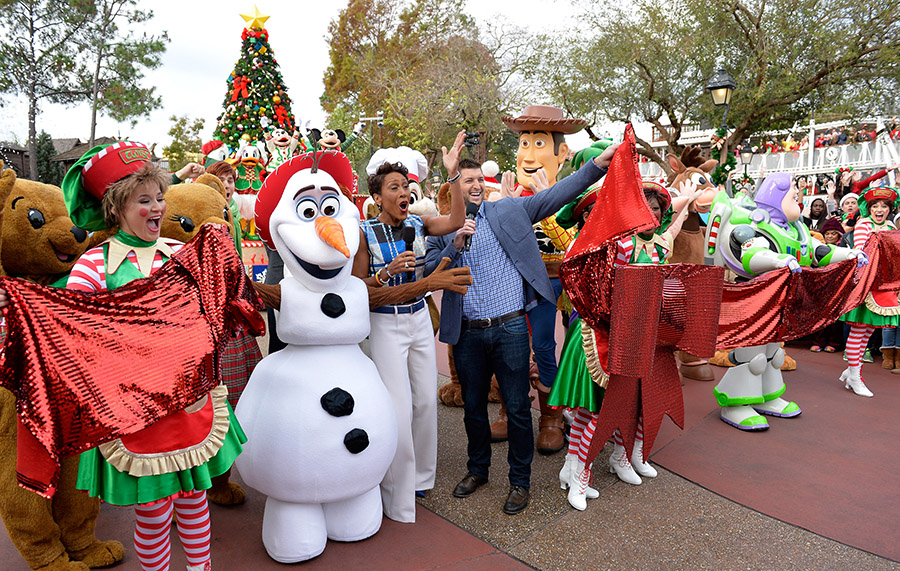 Behind the Scenes at Disney Parks Frozen Christmas Celebration ...