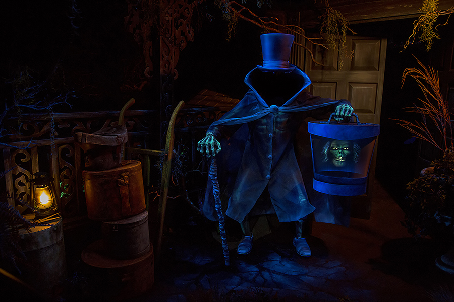 behind the scenes hatbox ghost reappears in haunted