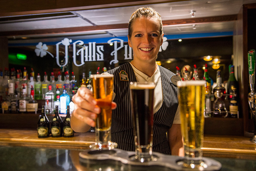 how to become a bartender on a cruise ship