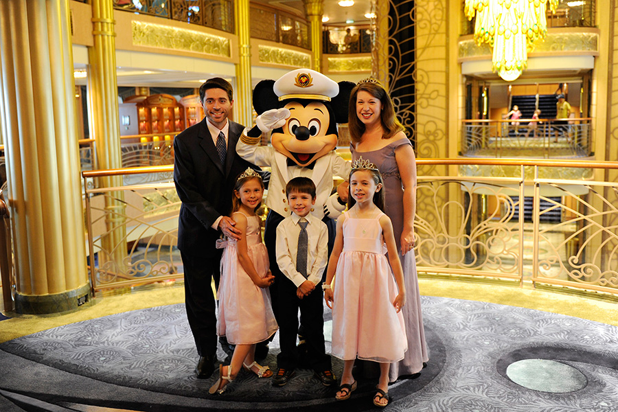 Dressing for a Disney Cruise: Tips from the Disney Parks Moms ...