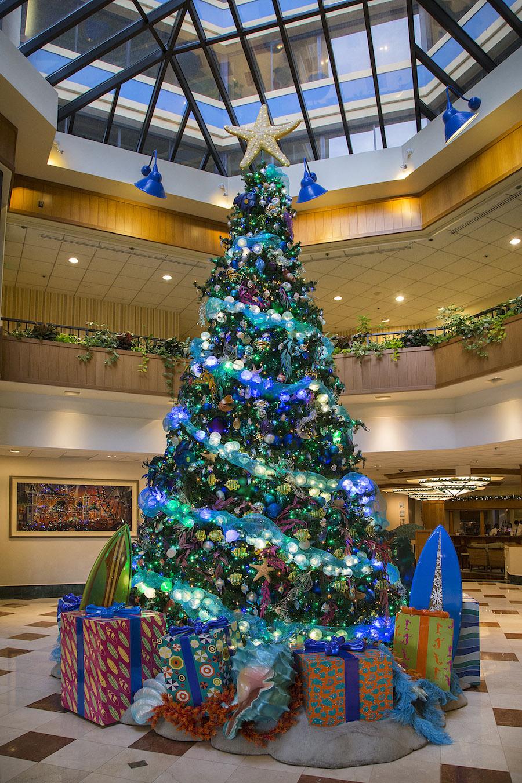 Disney hotel christmas decorations -  Paul Hiffmeyer Disneyland Resort Lobby Disney S Paradise Pier Hotel