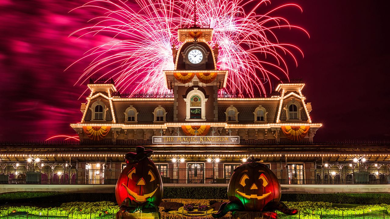 Mickey's Not-So-Scary Halloween Party Spooks Walt Disney World ...