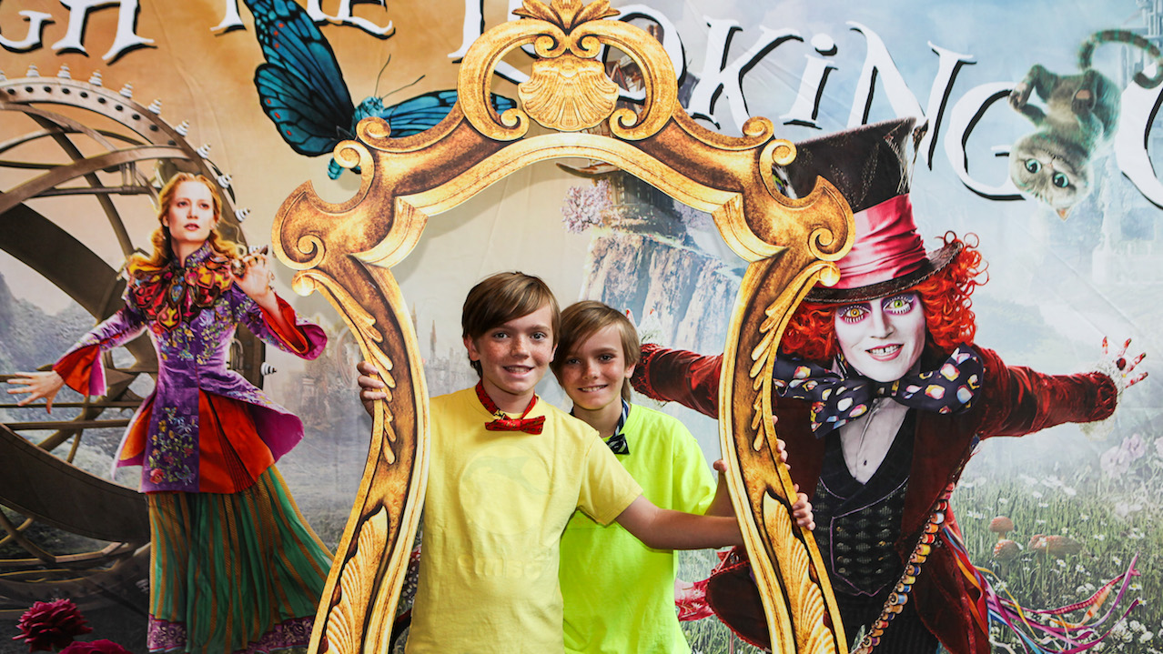 Disney Parks Blog Readers Celebrate 'Alice Through the Looking Glass' At Advanced Screening