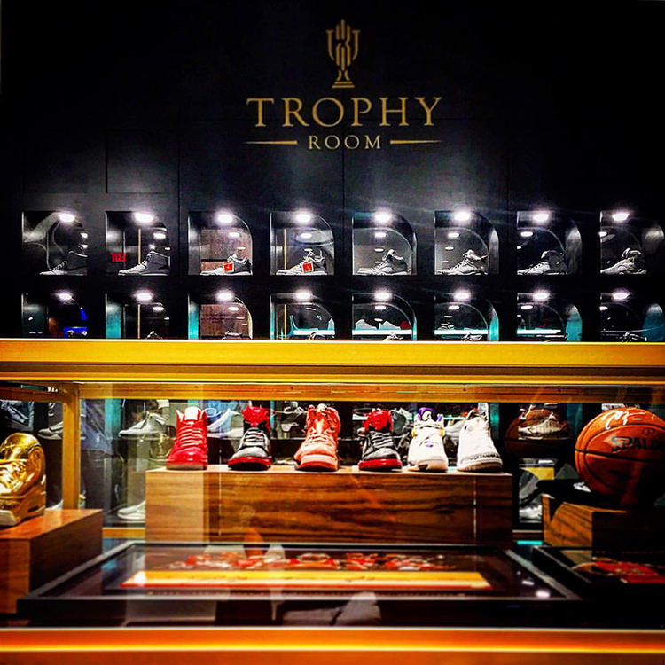 TROPHY ROOM at Town Center, Disney Springs