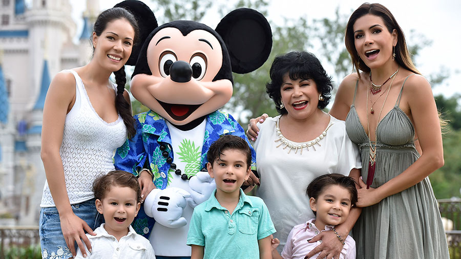 #DisneyFamilia: Celebridades enjoy summer vacaciones at Walt Disney World Resort