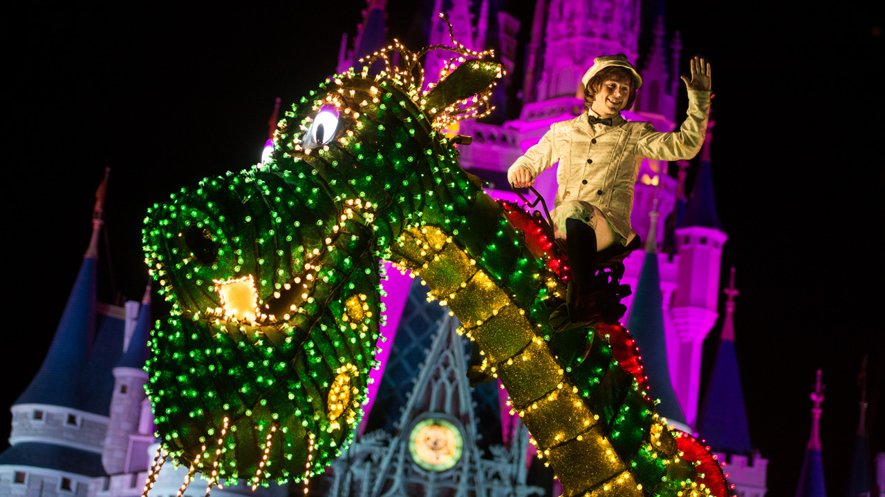 Pete's Dragon in the Disney Electrical Parade