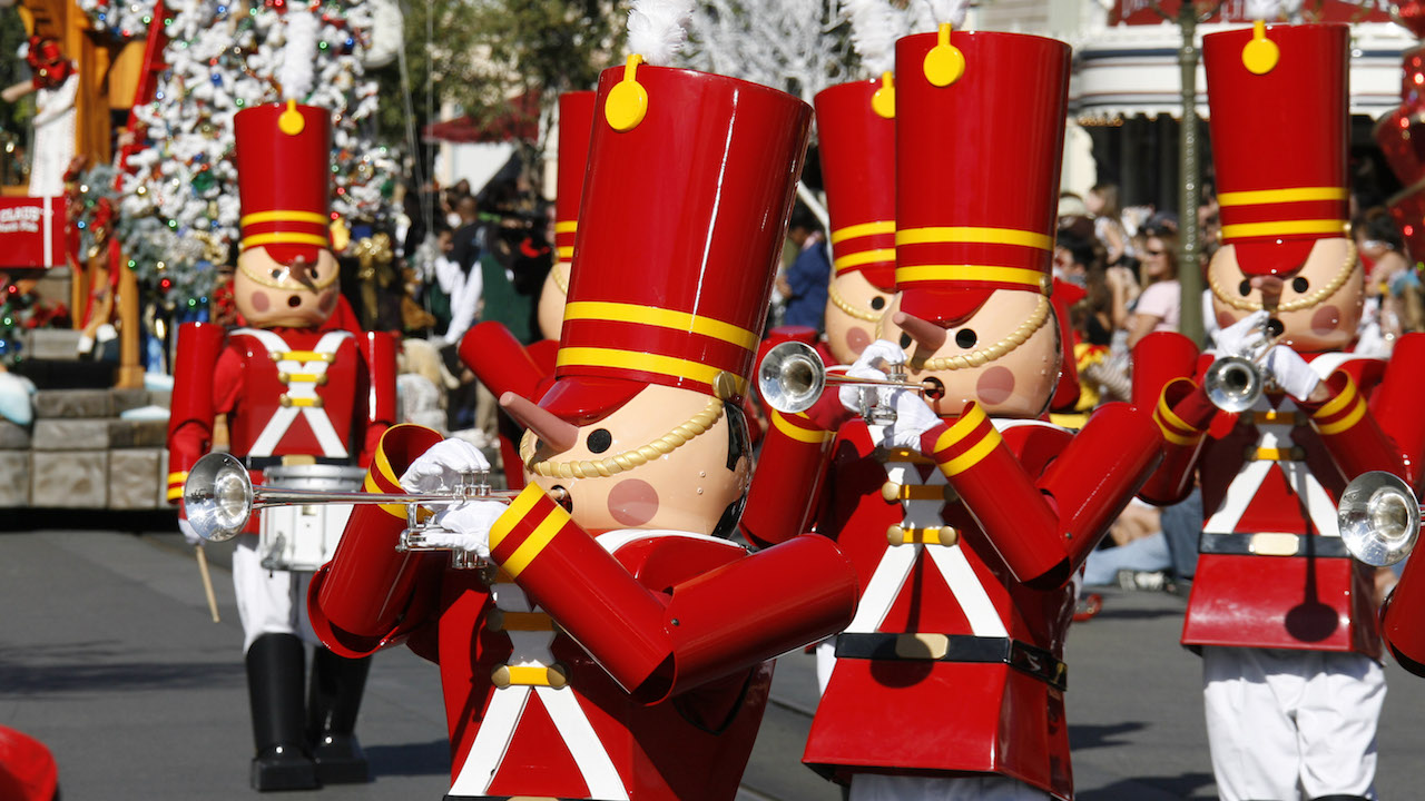 Holidays at the Disneyland Resort Return November 10 through January 8
