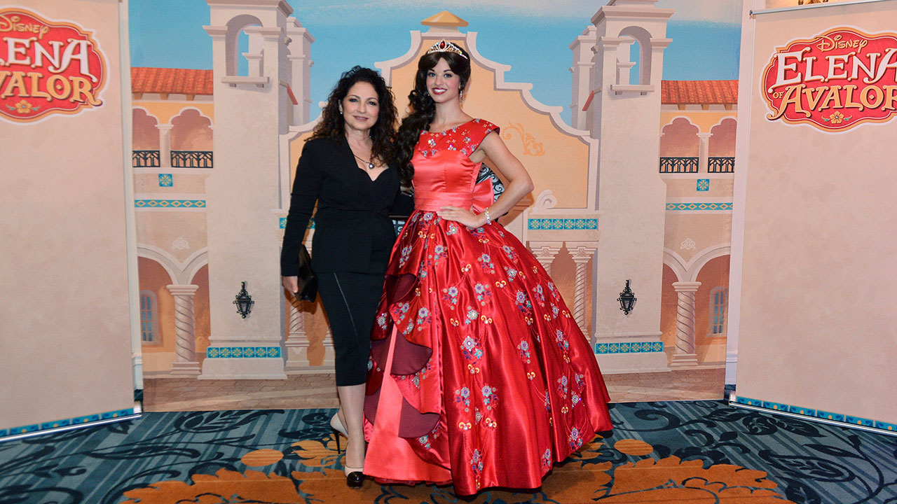 #DisneyFamilia: Elena of Avalor recognized as a Mujer Poderosa!