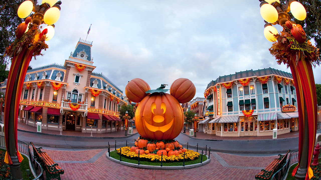 Three Ways the Disneyland App Makes Mickey's Halloween Party Even More Fiendishly Fun