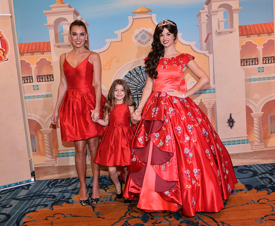 #DisneyFamilia: Princess Elena of Avalor Recognized as a Mujer Poderosa!