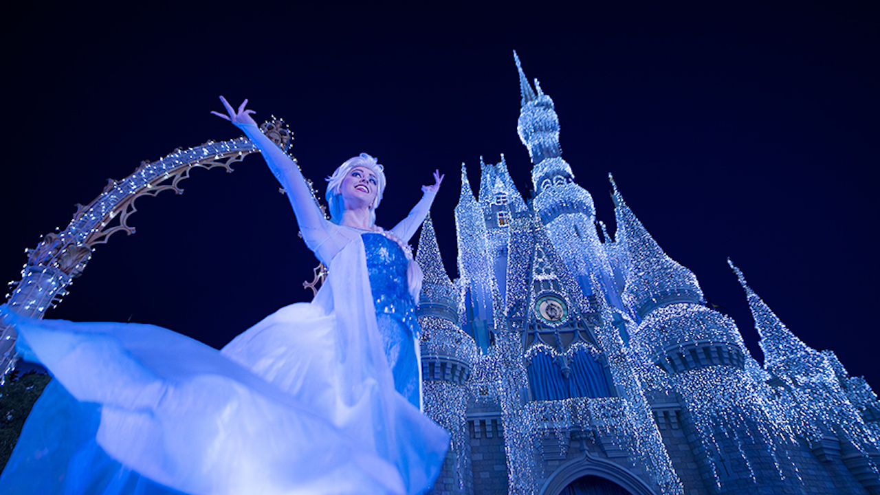 'A Frozen Holiday Wish' Castle Lighting