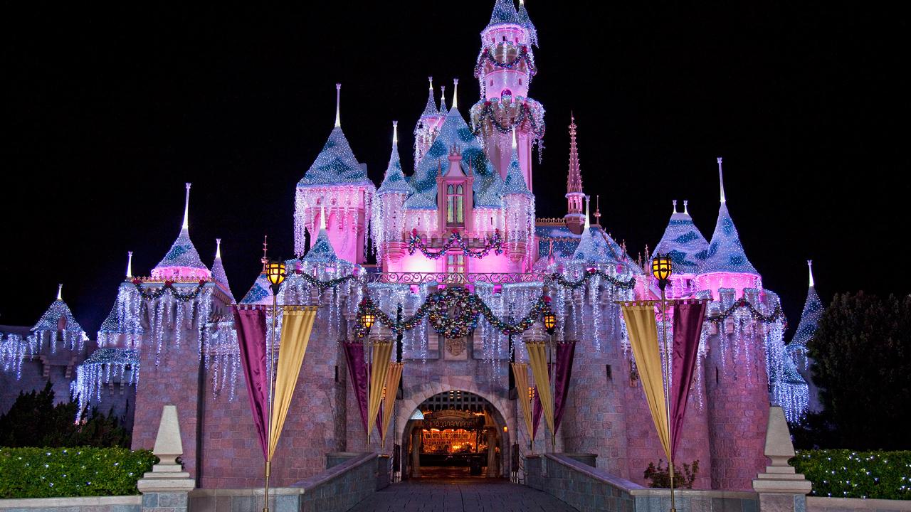 Mark Your Calendars For Disney Parks Holiday TV Specials Nov. 24 & 25, Dec. 25