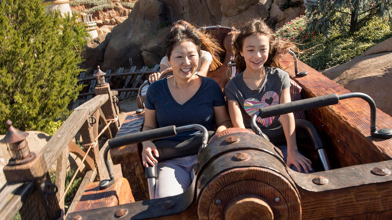 'Modern Family' Star Aubrey Anderson-Emmons Vacations at Walt Disney World Resort