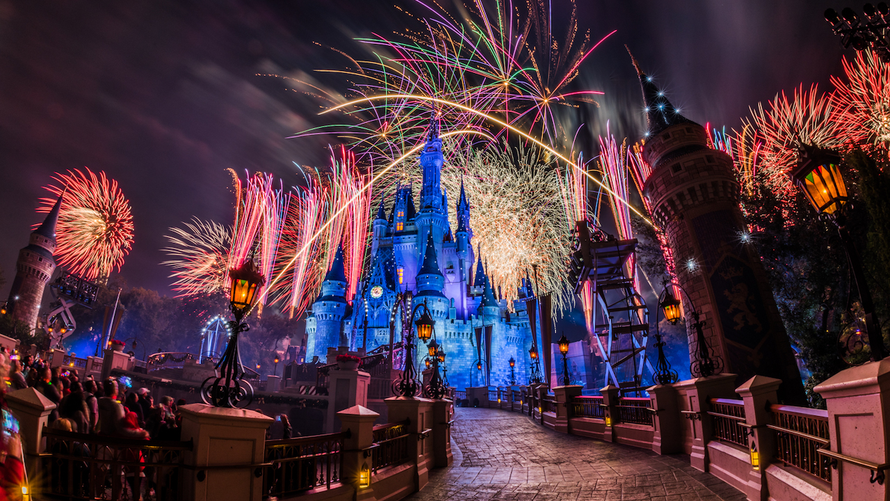 disneyparkslive will broadcast magic kingdom park fireworks on
