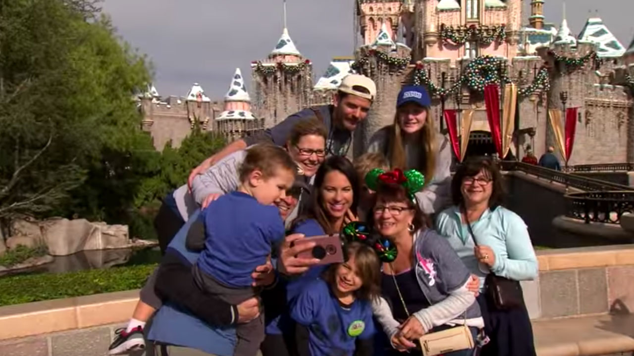 Espn Major League Baseball Analyst Jessica Mendoza Celebrates Holidays At The Disneyland Resort