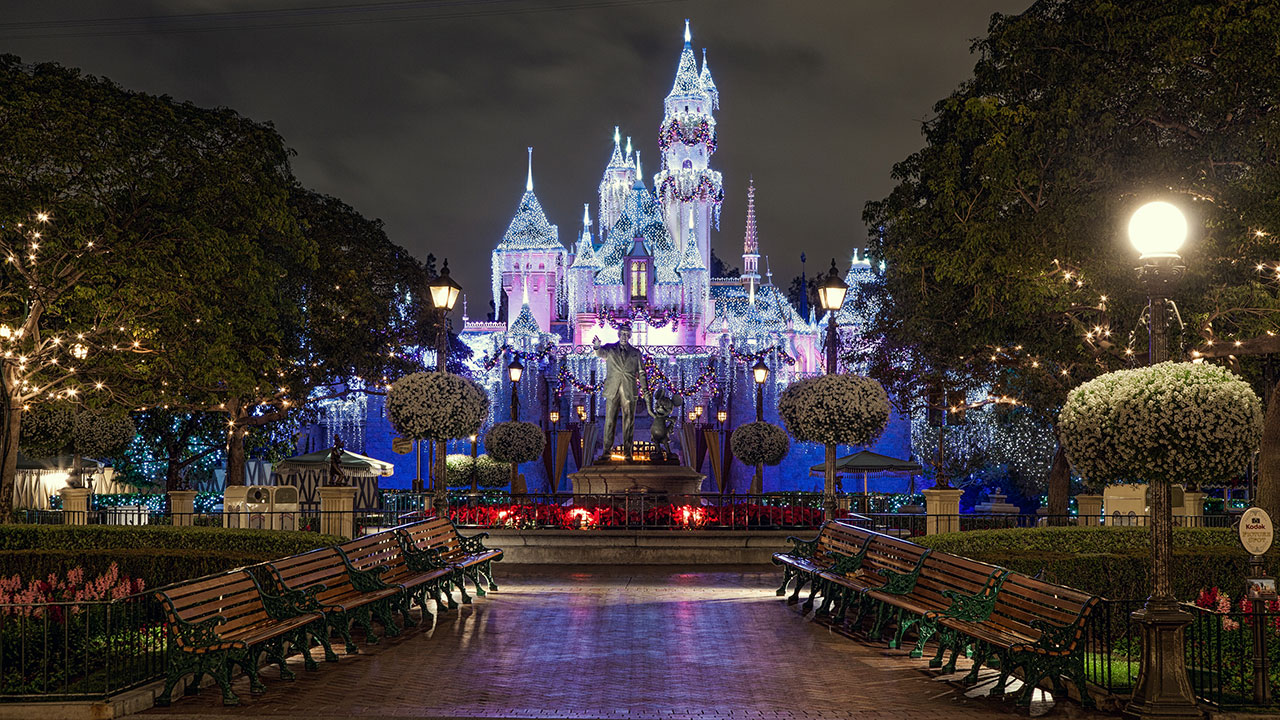 Celebrate Holidays at the Disneyland Resort with Photos ...