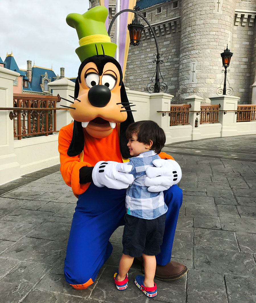 #DisneyFamilia: Meeting Mickey and Friends por primera vez!