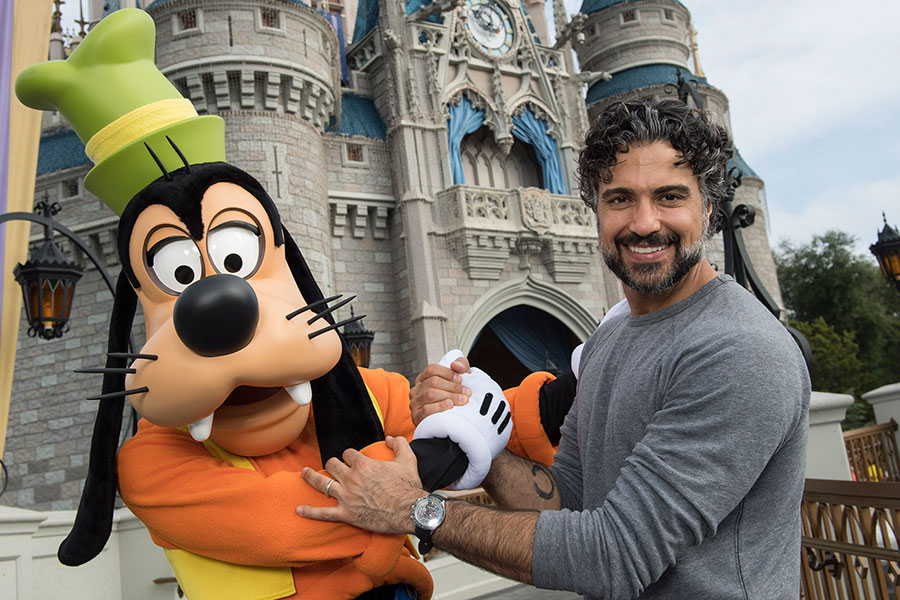 #DisneyFamilia: Celebridades start the New Year at Walt Disney World!