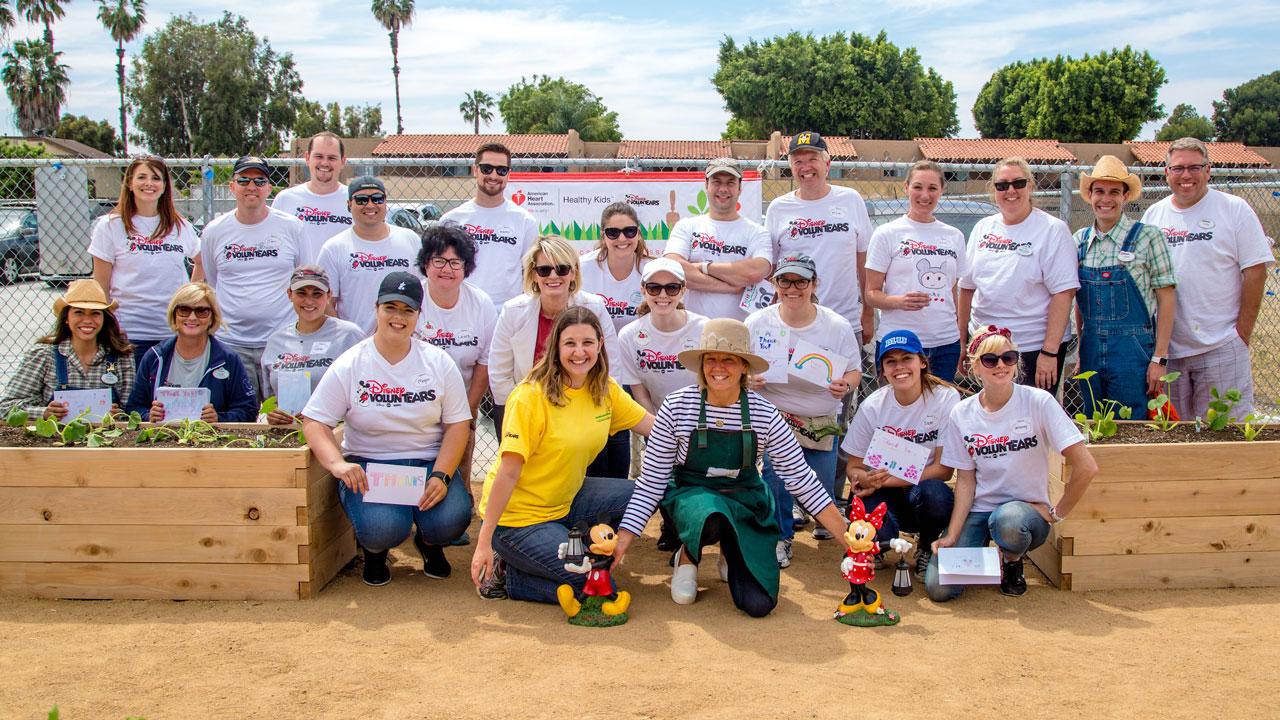 Disney Voluntears Help Build Second American Heart Ociation Teaching Garden In Anaheim