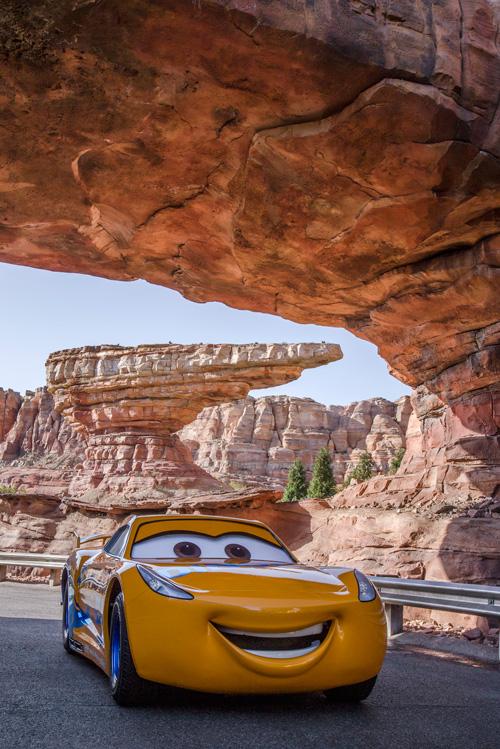 [Disney California Adventure] Cars Land (15 juin 2012) - Page 31 Cru983475938